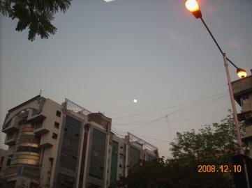 moonpeek-at-vijay-crossroads1