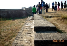 boundary-wall-at-the-lower-town-was-this-thick