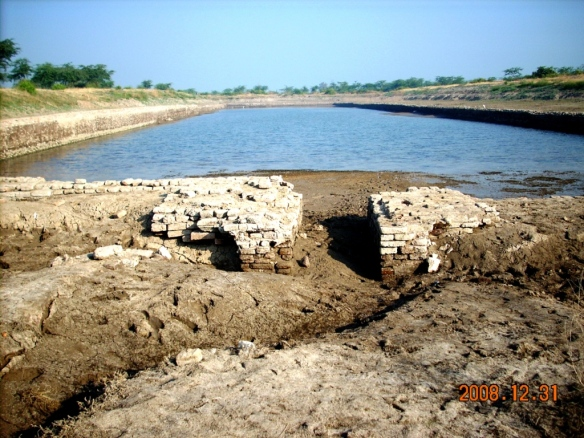 the-famous-4000-year-old-lockgated-dock-of-the-ivc-at-lothal